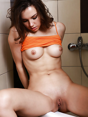truebeautycash  Anita  Amateur, Brunettes, Erotic, Lingerie, Stockings, Teens, Shaved, Skinny, Solo